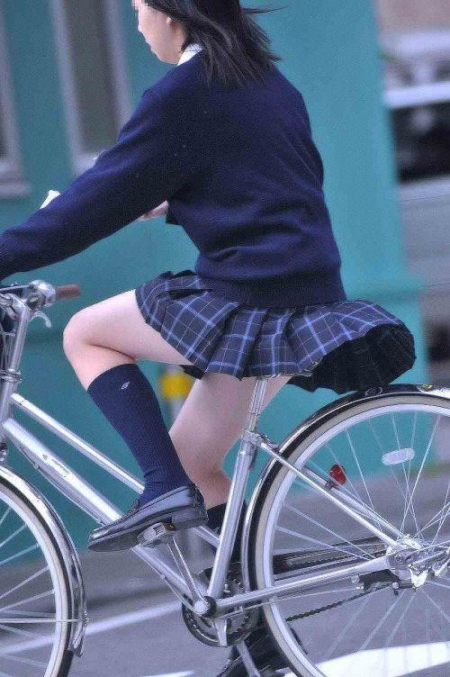 【盗撮画像】自転車に乗ってるJKのパンチラ率! 45枚 No.5