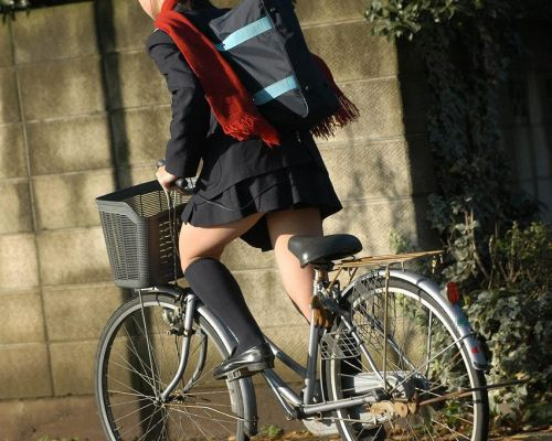 【盗撮画像】自転車に乗ってるJKのパンチラ率! 45枚 No.6