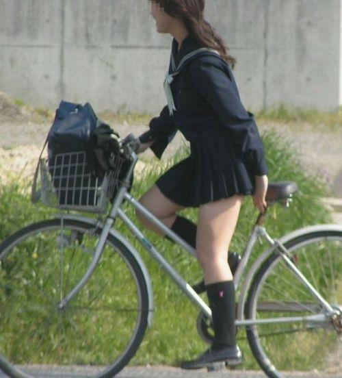 【盗撮画像】自転車に乗ってるJKのパンチラ率! 45枚 No.8