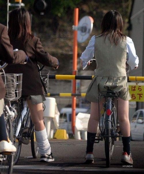 【盗撮画像】自転車に乗ってるJKのパンチラ率! 45枚 No.9