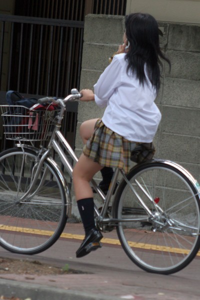 【盗撮画像】自転車に乗ってるJKのパンチラ率! 45枚 No.11