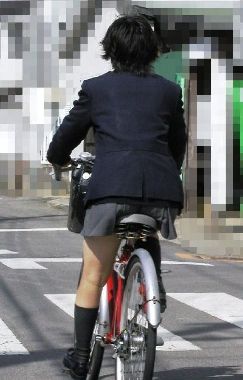 【盗撮画像】自転車に乗ってるJKのパンチラ率! 45枚 No.12