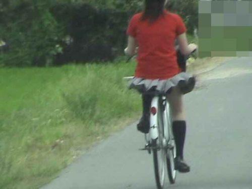 【盗撮画像】自転車に乗ってるJKのパンチラ率! 45枚 No.15