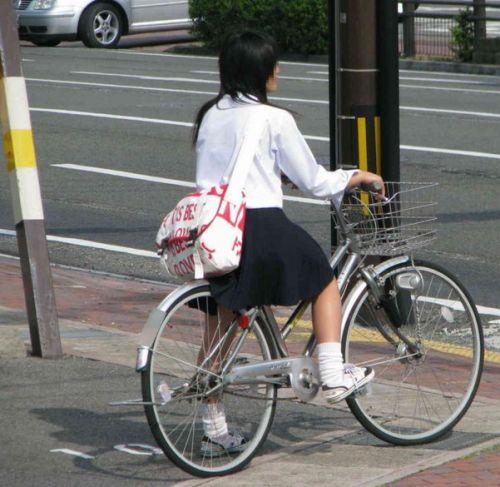 【盗撮画像】自転車に乗ってるJKのパンチラ率! 45枚 No.17