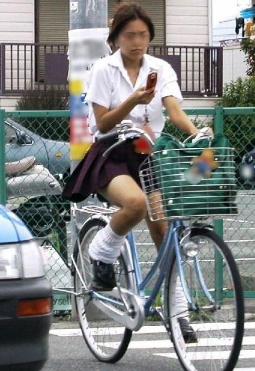 【盗撮画像】自転車に乗ってるJKのパンチラ率! 45枚 No.19