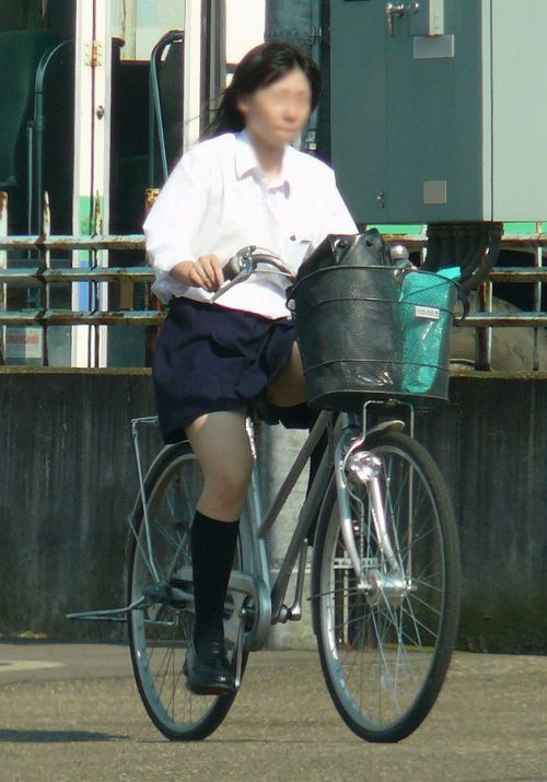 【盗撮画像】自転車に乗ってるJKのパンチラ率! 45枚 No.20