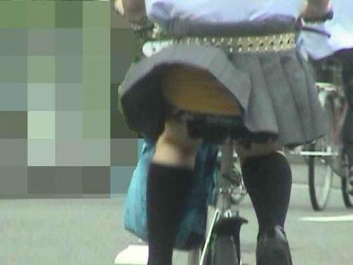 【盗撮画像】自転車に乗ってるJKのパンチラ率! 45枚 No.21