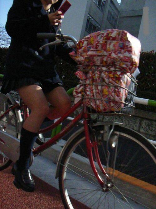 【盗撮画像】自転車に乗ってるJKのパンチラ率! 45枚 No.24