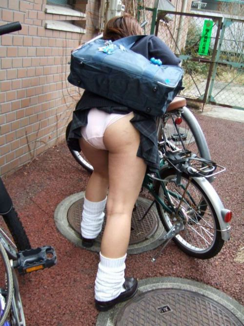 【盗撮画像】自転車に乗ってるJKのパンチラ率! 45枚 No.25
