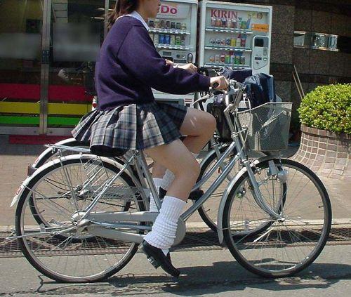 【盗撮画像】自転車に乗ってるJKのパンチラ率! 45枚 No.27