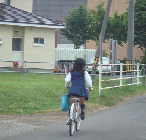 【盗撮画像】自転車に乗ってるJKのパンチラ率! 45枚 No.28