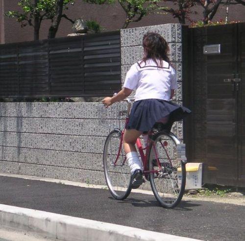 【盗撮画像】自転車に乗ってるJKのパンチラ率! 45枚 No.30