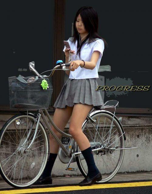 【盗撮画像】自転車に乗ってるJKのパンチラ率! 45枚 No.32