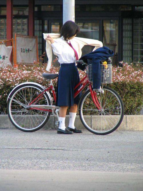 【盗撮画像】自転車に乗ってるJKのパンチラ率! 45枚 No.33
