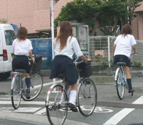 【盗撮画像】自転車に乗ってるJKのパンチラ率! 45枚 No.36