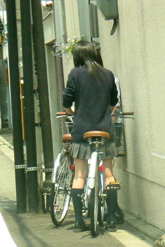 【盗撮画像】自転車に乗ってるJKのパンチラ率! 45枚 No.37