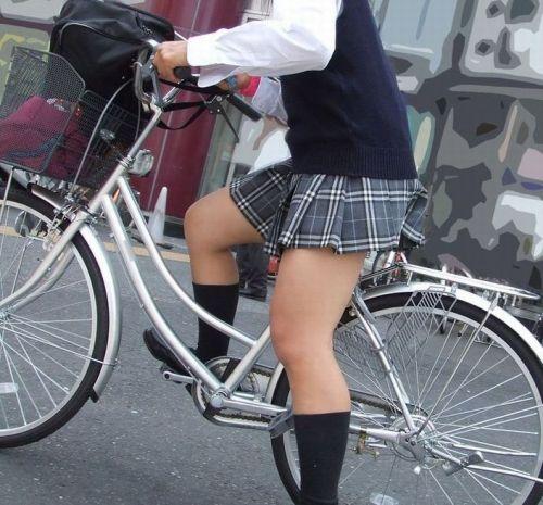 【盗撮画像】自転車に乗ってるJKのパンチラ率! 45枚 No.40