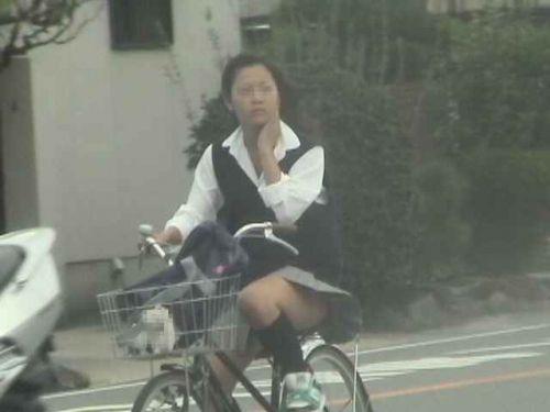 【盗撮画像】自転車に乗ってるJKのパンチラ率! 45枚 No.45