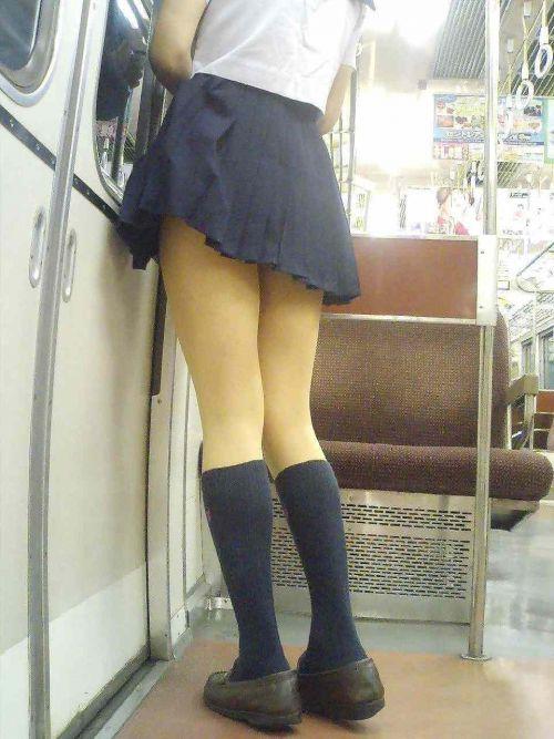 電車の中で座ってるJKの美脚を満喫する盗撮画像! 38枚 No.3