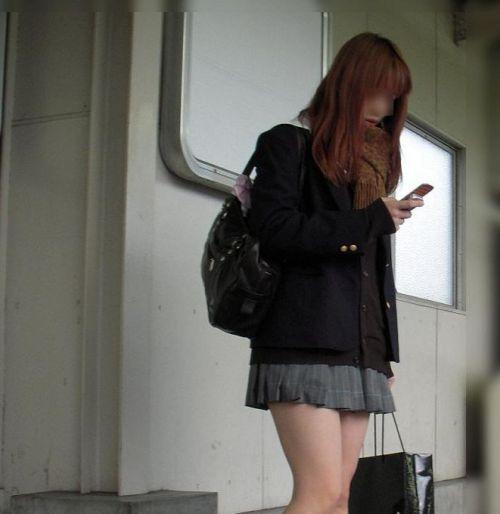 電車の中で座ってるJKの美脚を満喫する盗撮画像! 38枚 No.14
