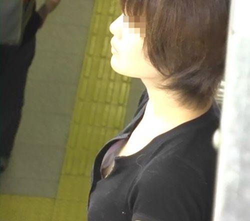 【胸チラ 盗撮画像】巨乳より貧乳の方が乳首チラリしちゃうよな 39枚 No.9