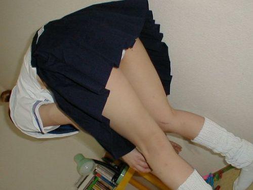【画像】JKの股間がコンモリ盛り上がってるパンチラ画像まとめ 40枚 No.35
