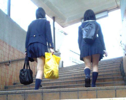 【盗撮画像】階段にいるJKって簡単にパンチラが見えちゃうんだぜwww 38枚 No.20