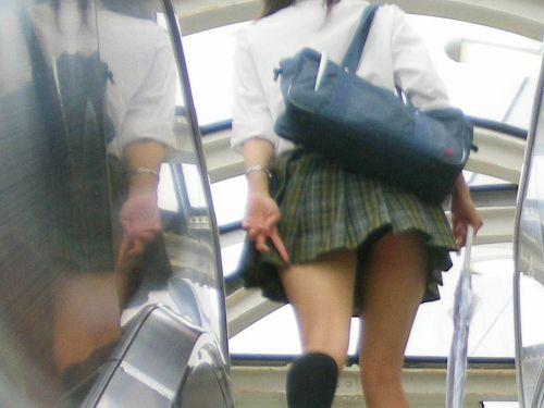 【盗撮画像】階段にいるJKって簡単にパンチラが見えちゃうんだぜwww 38枚 No.29