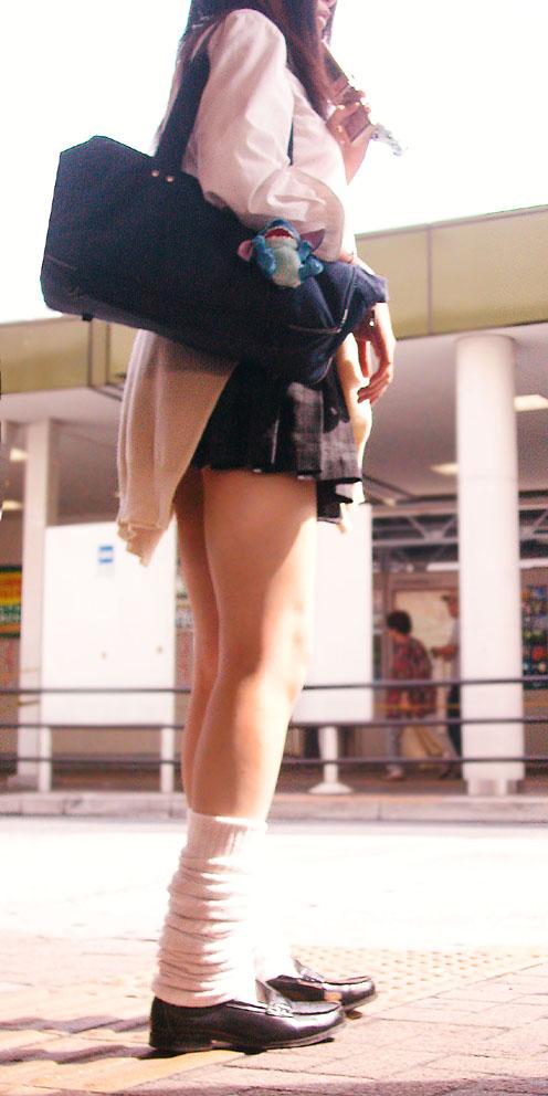 スラっと伸びる制服JKの美脚がエロでフレッシュな盗撮画像! 38枚 No.3