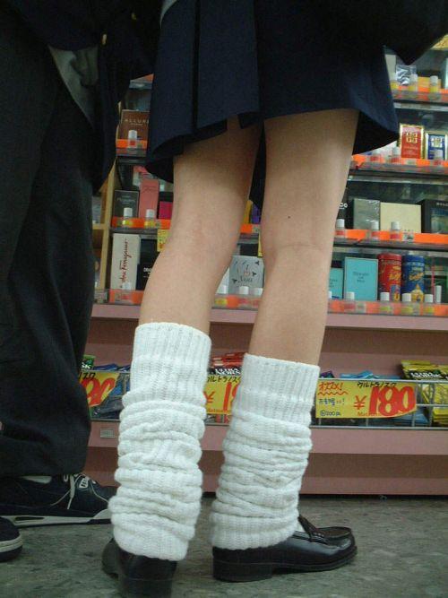 スラっと伸びる制服JKの美脚がエロでフレッシュな盗撮画像! 38枚 No.25