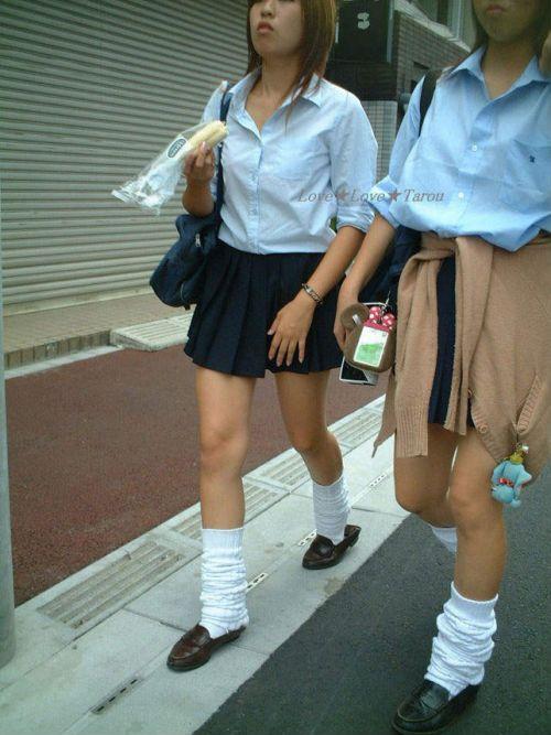 スラっと伸びる制服JKの美脚がエロでフレッシュな盗撮画像! 38枚 No.30