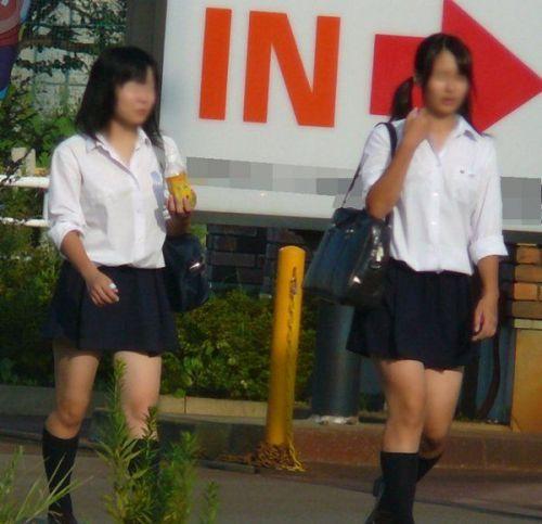 スラっと伸びる制服JKの美脚がエロでフレッシュな盗撮画像! 38枚 No.36