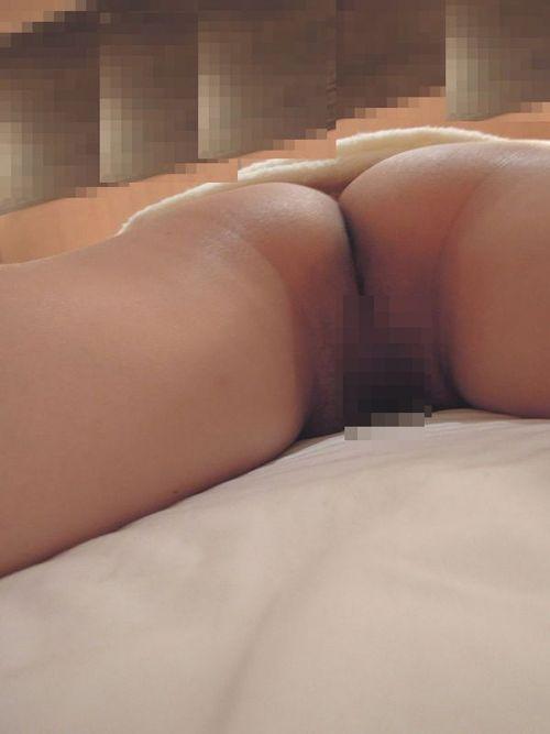 【盗撮】真っ白なお尻を丸出しで寝てる女の子のエロ画像まとめ 36枚 No.4