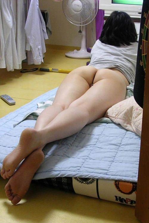 【盗撮】真っ白なお尻を丸出しで寝てる女の子のエロ画像まとめ 36枚 No.14