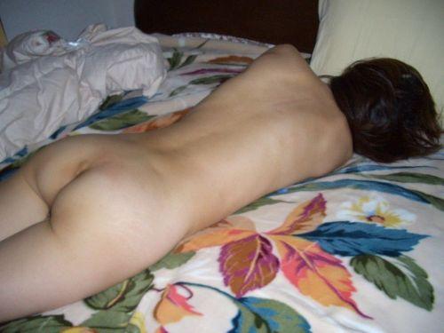 【盗撮】真っ白なお尻を丸出しで寝てる女の子のエロ画像まとめ 36枚 No.27