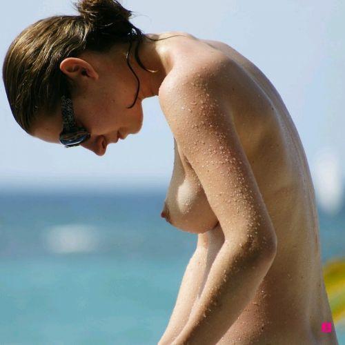 ヌーディストビーチで外国人のデカパイを収穫するおっぱい祭り画像 39枚 No.6