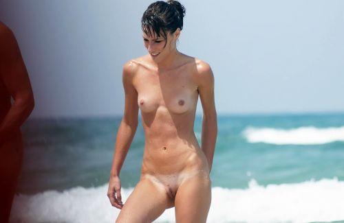 ヌーディストビーチで外国人のデカパイを収穫するおっぱい祭り画像 39枚 No.14