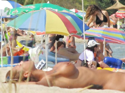 ヌーディストビーチで外国人のデカパイを収穫するおっぱい祭り画像 39枚 No.21