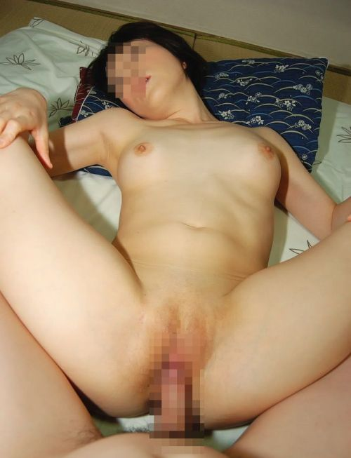 無毛マンコに挿入する正常位セックスのエロ画像 35枚 No.20