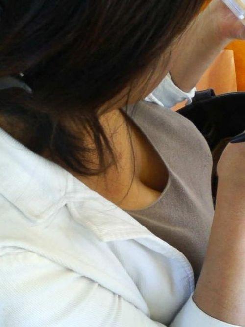 【盗撮エロ画像】デッカイおっぱいの女の子の巨乳胸チラまとめ 44枚 No.8