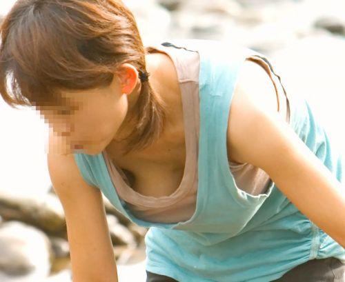 【盗撮エロ画像】デッカイおっぱいの女の子の巨乳胸チラまとめ 44枚 No.10