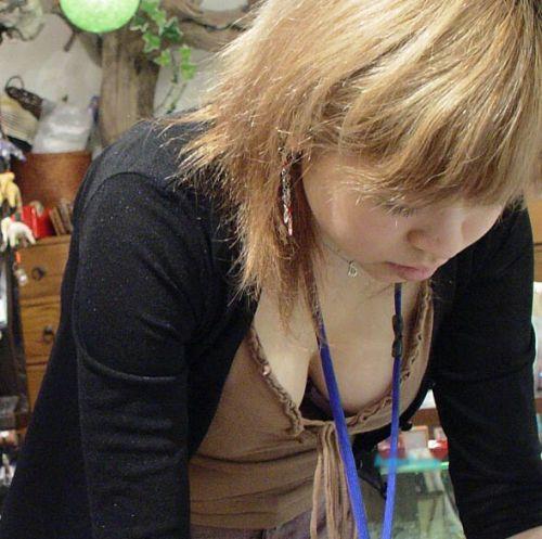 【盗撮エロ画像】デッカイおっぱいの女の子の巨乳胸チラまとめ 44枚 No.22