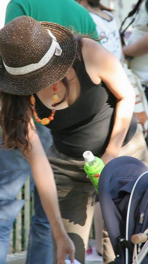 【盗撮エロ画像】デッカイおっぱいの女の子の巨乳胸チラまとめ 44枚 No.28