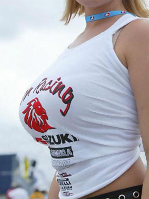 【盗撮エロ画像】デッカイおっぱいの女の子の巨乳胸チラまとめ 44枚 No.41