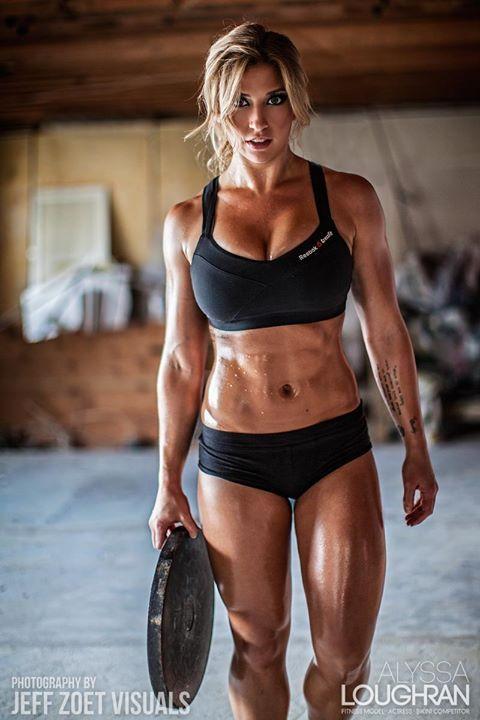 筋肉を鍛えてる外人女性が自慢の肉体を見せつけてくるエロ画像 35枚 No.18