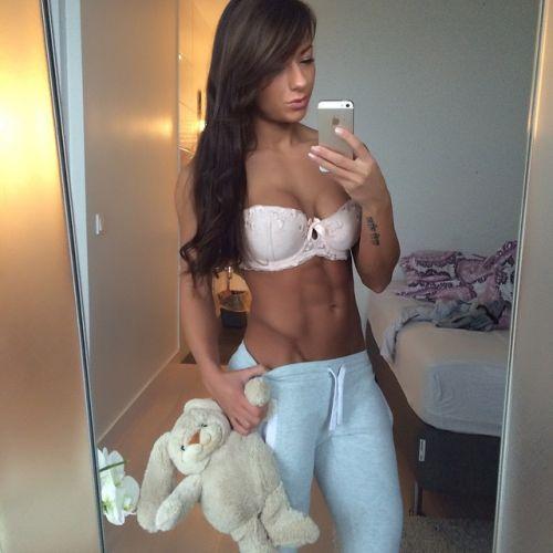 筋肉を鍛えてる外人女性が自慢の肉体を見せつけてくるエロ画像 35枚 No.27