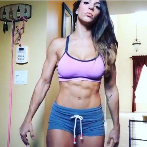 筋肉を鍛えてる外人女性が自慢の肉体を見せつけてくるエロ画像 35枚 No.30