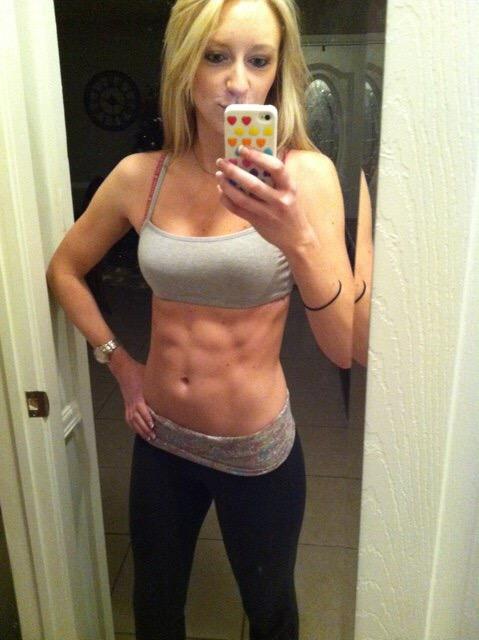 筋肉を鍛えてる外人女性が自慢の肉体を見せつけてくるエロ画像 35枚 No.34