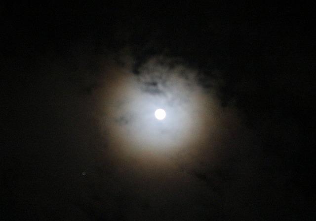 月暈 28.2.23夜 11時15分