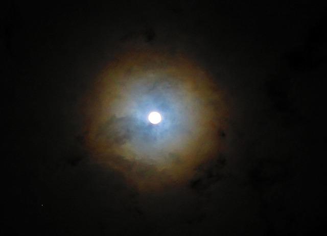月暈 28.2.23夜